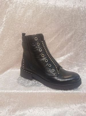 MACJEIKA Black Leather boots front